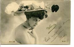 Mode - Chapeaux - Edith WHITNEY (comédienne) Avec Un Chapeau Compliqué En Paille - Artistes