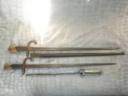 LOT DE BAIONNETTES  A RESTAURER - Knives/Swords