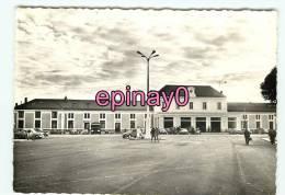 Br - 03 - MONTLUCON - Place De La Gare  - édit. Du Moulin - - Montlucon