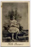 Mille Baisers---Enfant (fillette)- --Belle Robe Et Fleurs N° 477 éd EPI-- - Enfants