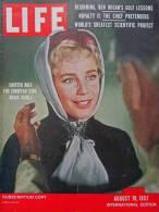 Magazine LIFE - AUGUST 19 , 1957 - INTER. ED. - Maria SCHELL - COCTEAU - Juan CARLOS - COCA-COLA - RENAULT- FORD  (3055) - Nouvelles/ Affaires Courantes