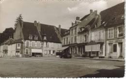 CPSM VARZY (Nièvre) - Place Du Marché - Francia