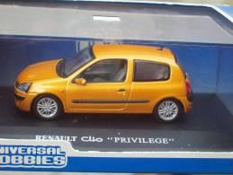 UNIVERSAL HOBBIES - RENAULT CLIO PRIVILEGE  Scala 1/43 - Voitures, Camions, Bus