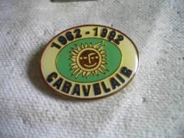 Pin's Des 30 Ans De CARAVELAIR, Camping, Caravane, Roulotte De Luxe. 1962-1992 - Other