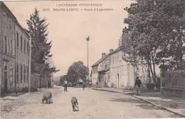 CPA BOURG-LASTIC (63) ROUTE D'EYGURANDES - ANIMEE - Sin Clasificación