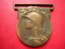 MEDAILLE MILITAIRE / MILITARIA   BRONZE 22 GRAMMES  SIGNE A MORLON  REPUBLIQUE  FRANCAISE  LA GRANDE GUERRE   1914 1918 - Frankrijk
