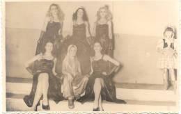 FIESTA DE COLECTIVIDADES - MIGRACION A LA ARGENTINA HERMOSAS JOVENES CON TRAJES DE NOCHE CIRCA 1950 BUENOS AIRES - Mode