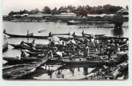 DOUALA  - Pirogues De Ravitaillement. - Cameroon
