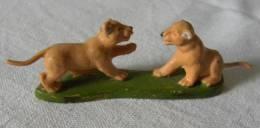 Figurine BRITAINS LTD - 2 Lionceaux 1977 - Animal Felin Bébé Lion - Beeldjes