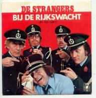 De Strangers - Bij De Rijkswacht / Melksjoekelat Mè Neutjes (1979) - Vinyles