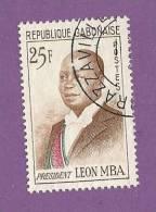 GABON TIMBRE N° 159B OBLITERE PRESIDENT LEON MBA - Gabon (1960-...)