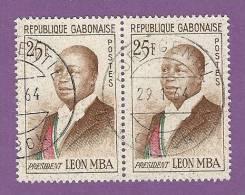 GABON TIMBRE N° 159B OBLITERE PAIRE PRESIDENT LEON MBA - Gabon (1960-...)