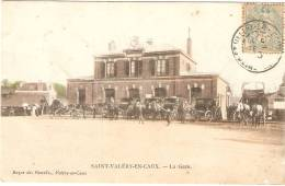 St Valéry En Caux .La Gare. Calèches En Attente - Saint Valery En Caux