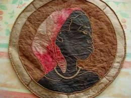 DOEK IN SCHORSVEZEL - TISSU EN FIBRE D´ECORCE DIAM 47 CM - Art Africain