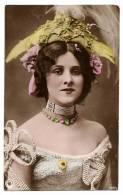 Portrait Très Belle Jeune Femme Belle Epoque Robe Pierreries Et Bijoux - Carte Colorisée écrite & Timbrée 1905 - Femmes