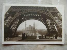 Paris -        D97825 - France