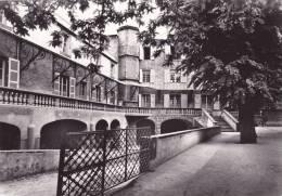 CPSM 63 @ CLERMONT FERRAND @ Institution Saint Alyre @ Ecole - La Cours De L´école Et L'architecture Du Batiment - Clermont Ferrand
