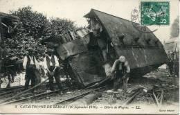 CPA  27 -Catastrophe De Bernay (10 Septembre 1910)  -- Débris De Wagons  -- LL - Bernay