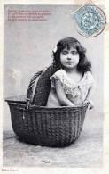 Sehr Hübsches Mädchen In Einkaufskorb, Original Alte Karte 1905 - Kinder
