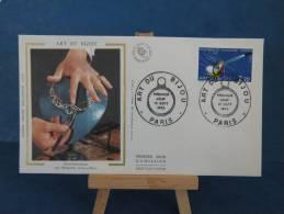 FDC -  Art Du Bijou ( Positionnement ) -  Paris -  10.9. 1982 - Soie - - 1980-1989
