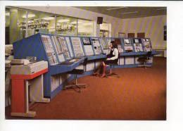 22  Pleumeur Bodou - Centre De Télécommunications Par Satellites / Le Pupitre De Commandes - Pleumeur-Bodou