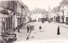 DOUAI - La Rue De Valenciennes - Superbe Carte Très Animée - Douai