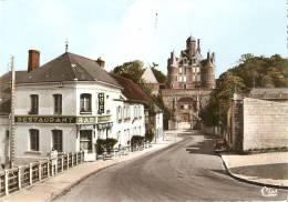 CPSM 10X15 . MONTMORT  (51) L' Hôtel Du Cheval Blanc Et Le Château . Pub Bière SLAVIA - Montmort Lucy