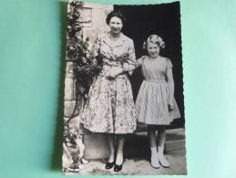 Her Majesty Queen Elizabeth With Princess Anne At Windsor Castle - Familles Royales