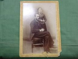 Photo De Couple Sur Carton -barbe-moustache-belle Toilette Noir Et Blanc - Anonieme Personen