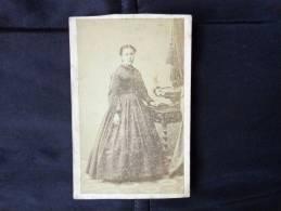 Photo De Femme-sur Carton-belle Tenue--noir Et Blanc- Gerst Et V. Schmidt Colmar - Anonieme Personen