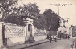 CPA - 92 - BAGNEUX - Rue Des écoles - Les écoles - 7105 - RARE !!!!! - Bagneux