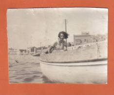 MALTA  - MALTESE LADY ON BOAT / REAL PHOTO / - Photographs