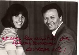 C  P  M---AUTOGRAPHES-carte Pub EUROPE 1 Avec Autographe De Sylvain Deschamps  2  Scans - Autographes