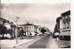 FEURS (LOIRE) 122 RUE DE LA LOIRE (CAFE MODERNE . PHARMACIE) - Feurs
