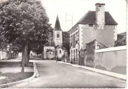 LEUGNY UN COIN DE LA PLACE ET L EGLISE - France