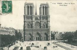Paris - Place Du Parvis Notre Dame -  Cathédrale - CPA -  Bâtiments & Architecture > Eglises Et Cathédrales - Très Animé - Eglises Et Cathédrales