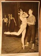 PHOTO 1948 - MARGOT FONTEYN & MICHAEL SOMES REPETITION - DANSE BALLETS SANDLERS WELLS - 13X18 - TIRAGE D´EPOQUE - - Sports