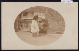 Enfants Et Brebis Sur Une Terrasse - à Moscou Vers 1900 (11´165) - Russie