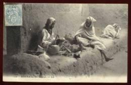 Cpa Algérie    Biskra Un Savetier    PONT25 - Biskra