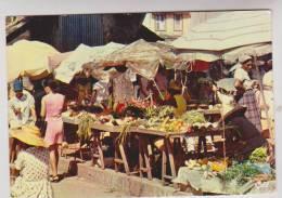 CPM FORT DE FRANCE SCENE DE MARCHE En 1980!! - Fort De France