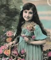 """ENFANTS - LITTLE GIRL - MAEDCHEN - Jolie Carte Fantaisie Portrait Fillette  Et Fleurs  """"Cueillies Pour Vous"""" - Portraits"""
