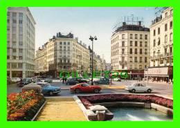 LYON (69) - PLACE DE LA RÉPUBLIQUE - ANIMÉE DE VIEILLES VOITURES - ÉDITIONS LA CIGOGNE - HACHETTE - - Sonstige