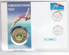 SOBRE -   CHINA Moneda 10 Yuan PLATA 1990 + Sello 50 Fen 1992 - Monedas
