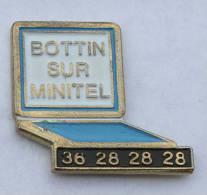 Pin's MINITEL - BOTTIN SUR MINITEL 36 28 28 28 - C111 - Informatique