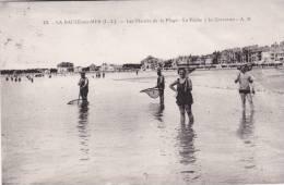 CPA - 44 -  LOIRE - ATLANTIQUE  - LA BAULE Sur MER -     La Peche à La Crevettes - Défectueuse - La Baule-Escoublac