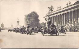 PARIS - Chenillettes D'Infanterie Devant Le Grand Palais - Oorlog 1939-45