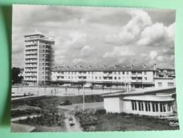 BONNEUIL SUR MARNE - Groupe H.L.M, Vue Sr L'Ecole Et La Tour - Bonneuil Sur Marne