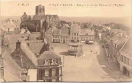 MONT-CASSEL - Un Coin De La Place Et L'Eglise - Cassel