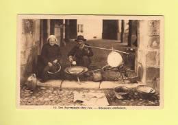 *  CPA..Les Auvergnats Chez Eux - Rétameurs Ambulants  - ( 2 Scans ) - Craft