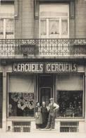 CARTE PHOTO : DEVANTURE COMMERCE CERCUEILS CROQUE-MORT POMPES-FUNEBRES ENTERREMENT MARBRIER - Geschäfte